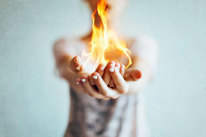 горят ладони