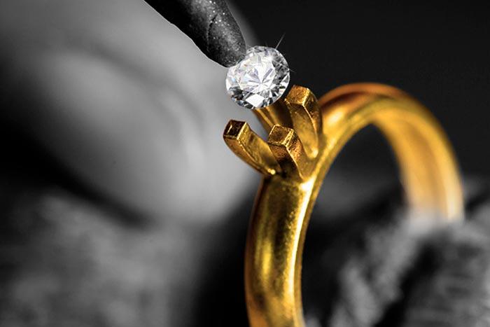 камень выпал из кольца