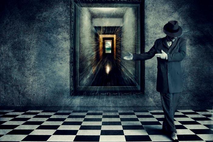 зеркало отражает вход