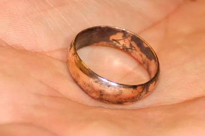 почернело кольцо
