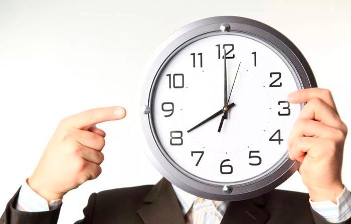 часы на голове