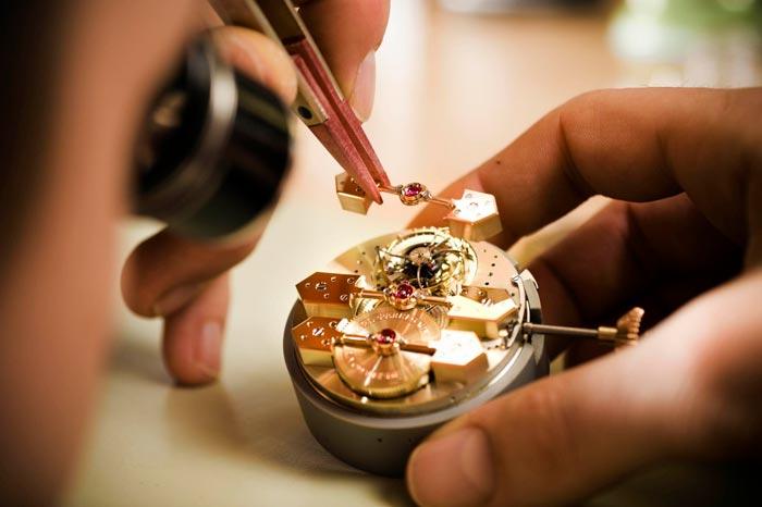 часы в ремонте