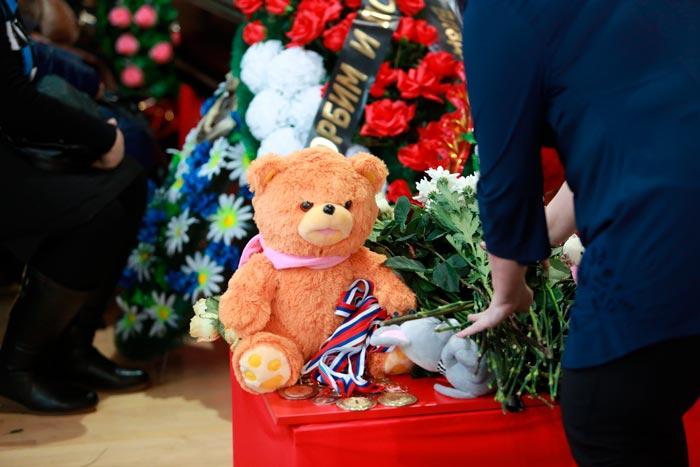 игрушка на похоронах