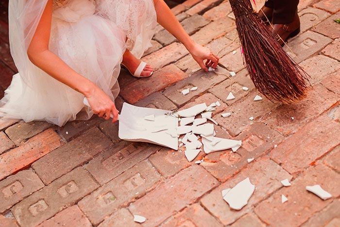 невеста собирает осколки