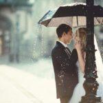 невеста и жених под зонтом