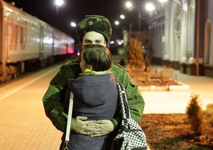 девушка и солдат