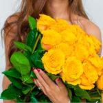 девушка с желтыми розами
