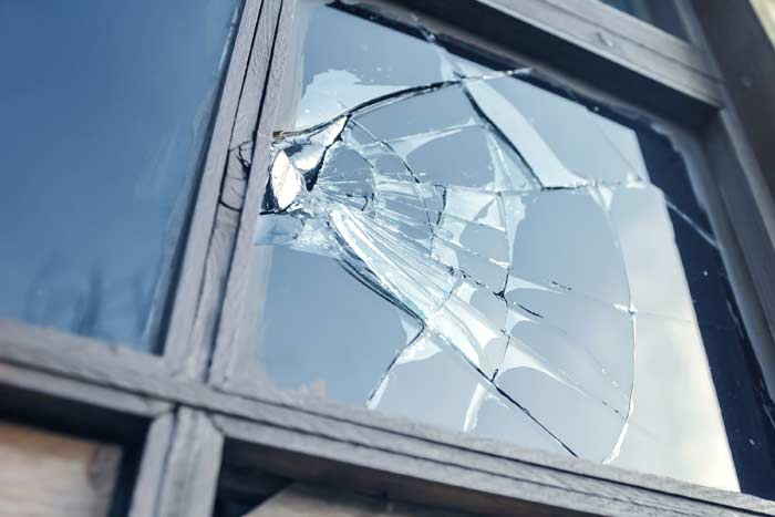 разбила окно